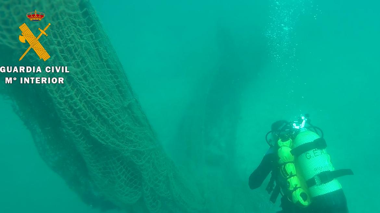 Aquarium Costa de Almería colabora en la retirada de una red de pesca en Cabo de Gata