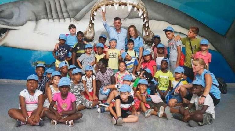 La escuela de verano del CEIP Virgen del Rosario visita Aquarium Costa de Almería